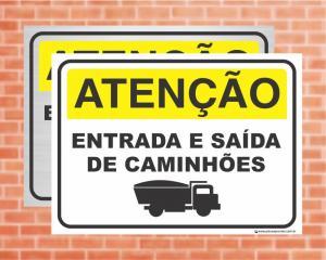 Placa Atenção Entrada e Saída de Caminhões (Cod: AT03)    Adesivo vinil impressão digital Corte Reto