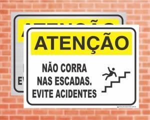 Placa Atenção Não corra nas escadas. Evite acidentes (Cod: AT31)    Adesivo vinil impressão digital Corte Reto