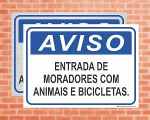 Placa Aviso Entrada de Moradores com Animais e Bicicletas. (cod: AV31)    Adesivo vinil impressão digital Corte Reto