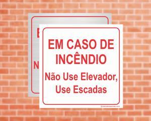 Placa Em caso de incêndio não use elevador. Use escadas. (Cod: EL10)    Adesivo vinil impressão digital Corte Reto