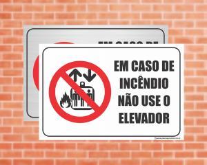 Placa Em caso de incêndio não use o elevador. (Cod: EL04)    Adesivo vinil impressão digital Corte Reto