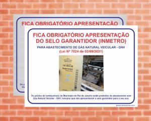 Placa Proibido abastecer com GNV sem apresentar o selo garantidor Lei Nº 7024 DE 02/09/2021 (Cod: G7024)    Adesivo vinil impressão digital Corte Reto
